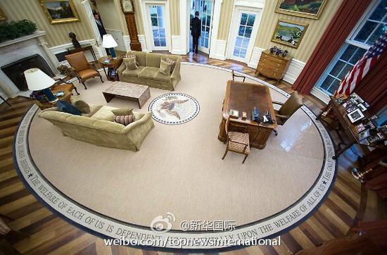 美联社记者注意到,椭圆形办公室从地板到天花板都发生了变化:奥巴马