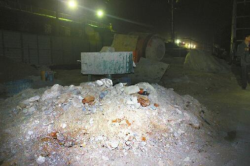 济南夜查大气污染防治工作 多工地