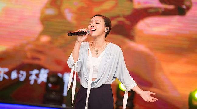 欧阳娜娜跨界助力 林采欣演绎时尚主题曲