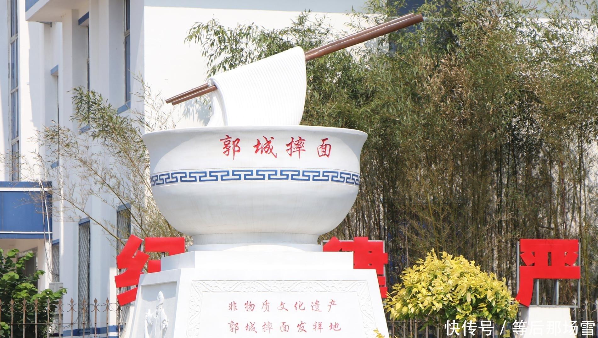 """烟台海阳这个乡镇,给""""一碗面条""""立了个雕塑"""