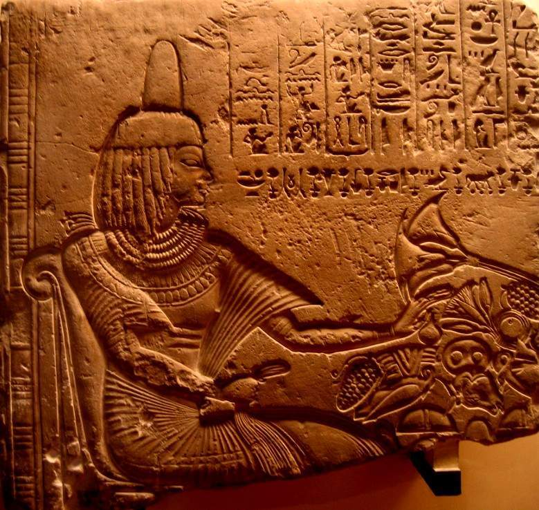 古埃及人对装饰品和化妆尤为重视