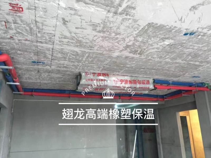 水电工根据电路走向预埋好线管后,方可安装.