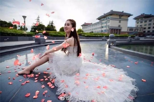 西安美女大学生最浪漫的事 就是和母校一起拍婚纱照 -  - 真光 的博客