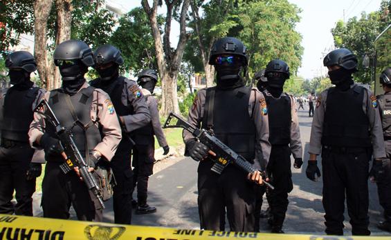 印尼三所教堂遭炸弹袭击 致十余人伤亡