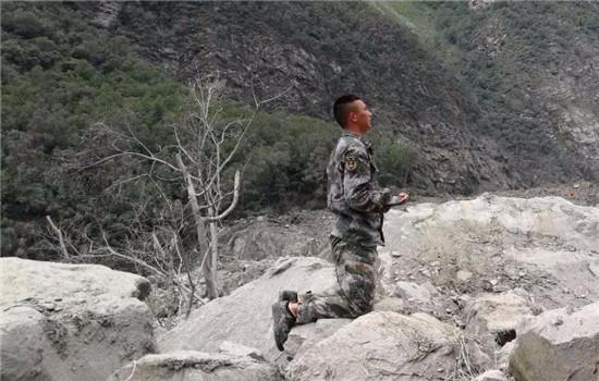 【转】北京时间      父母双亲被埋未找到 茂县籍军人向坍塌处下跪祭拜 - 妙康居士 - 妙康居士~晴樵雪读的博客