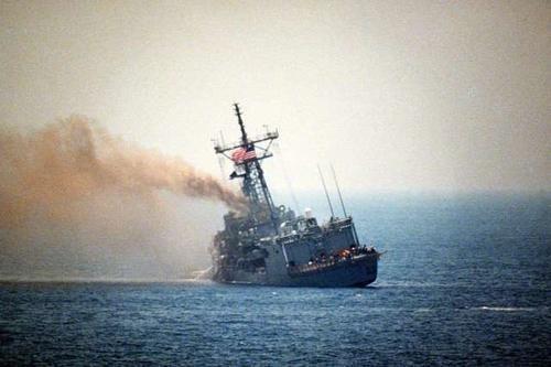 霸气一艘军舰突然闯进美军舰队97000吨航母都不敢拦截