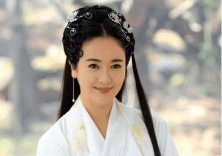 明星 正文  杨紫版的白娘子一看就是个古灵精怪,活泼可爱充满灵性的小