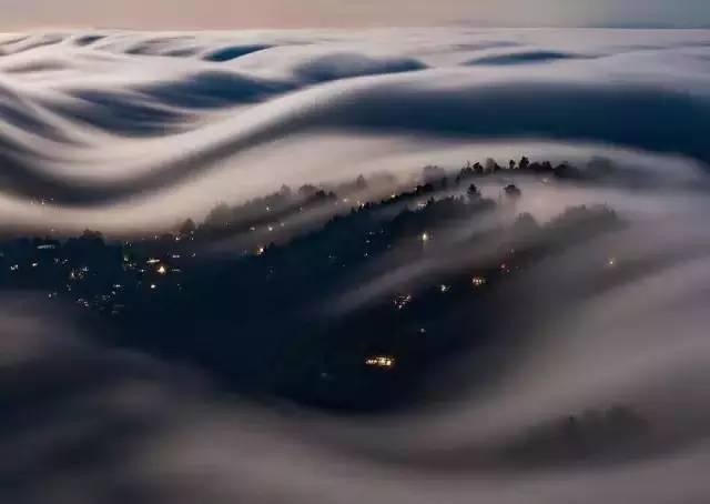 安静的村庄被团团云雾笼罩 - 枫叶飘飘 - 欢迎诸位朋友珍惜一份美丽的相遇,珍藏