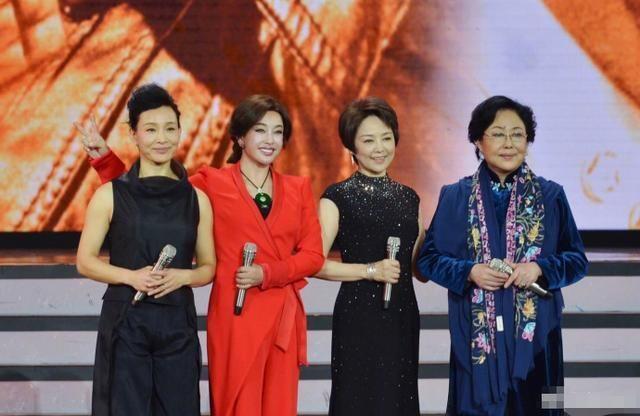 四大金花齐聚北京卫视春晚,里面的中国人却只有一位