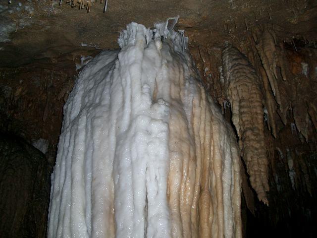 位置   龙王洞位于世界自然遗产武陵源风景区向东10公里与慈利县之间