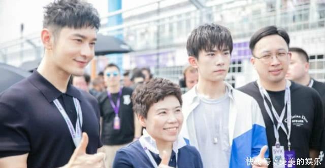 46岁邓亚萍与易烊千玺参加活动,两人同框很温馨,身高差很有爱