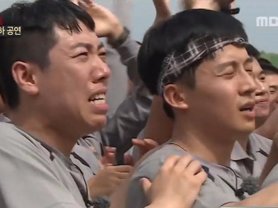 韩国女团军队慰问演出 士兵竟然看哭了