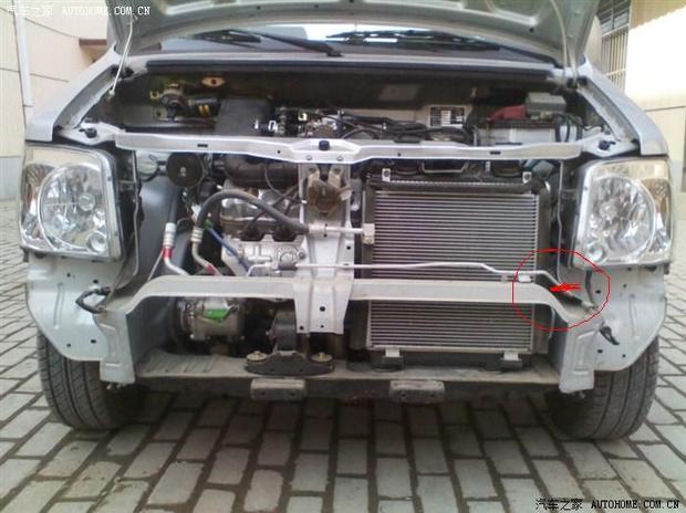 北斗星汽车散热器前边的空调管子断了.位置红圈里.不