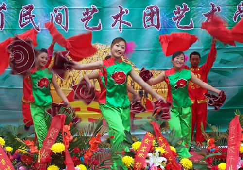 吉林省民间艺术团是吉林省专业艺术表演团体的一面旗帜,他们二十年如