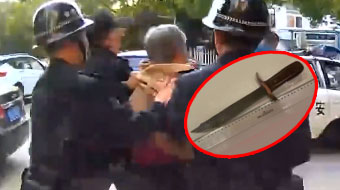 拒绝高空抛物!七旬老太和丈夫吵架,从楼上怒扔九把刀被拘留!