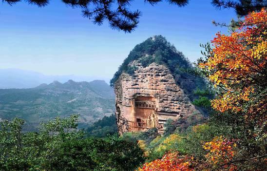 麦积山风景名胜区位于甘肃省天水市城市建成区内,规划面积215平方公里