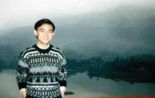 孟非晒年轻旧照,头发茂密,网友说比胡歌还帅