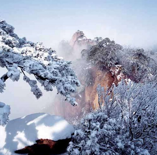 天景区位于千山风景名胜区北部,东起千山正门,西至,五佛顶,面积约5