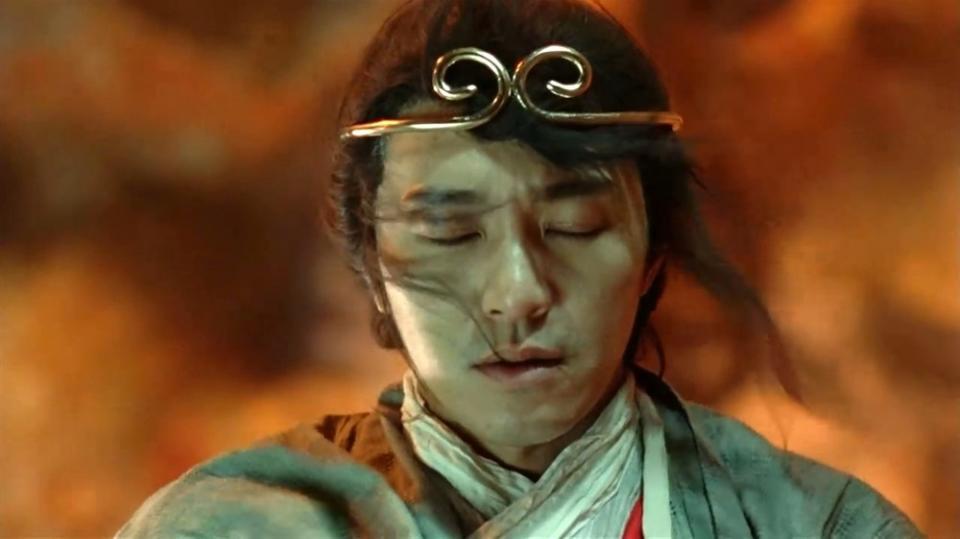 这部电影最初让人迷惘的设置就是至尊宝回到了500年前,遇见的紫霞仙子