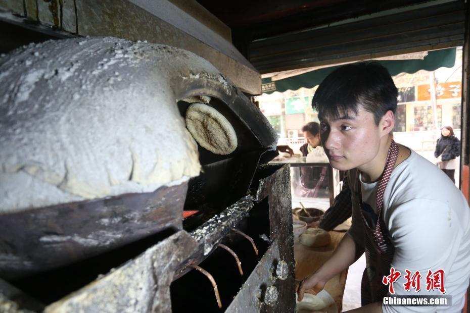 """【转】北京时间     郑州19岁""""烧饼哥""""卖烧饼年挣30余万 -【医药前沿】的网易博客"""