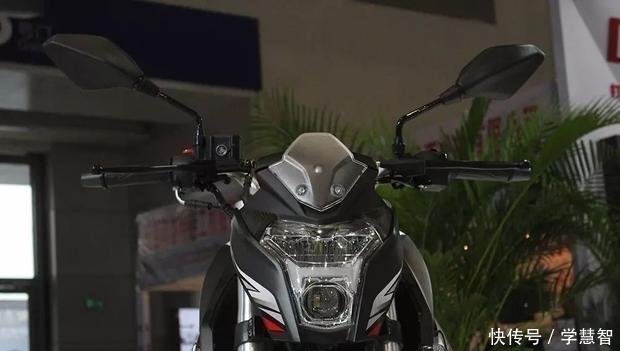 性价比高到感动的国产街车,双LED+透镜,水冷博世电喷,标配ABS