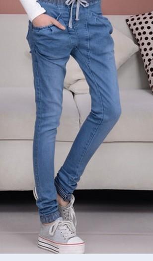 淡蓝色的裤子配黑色的鞋子好看吗