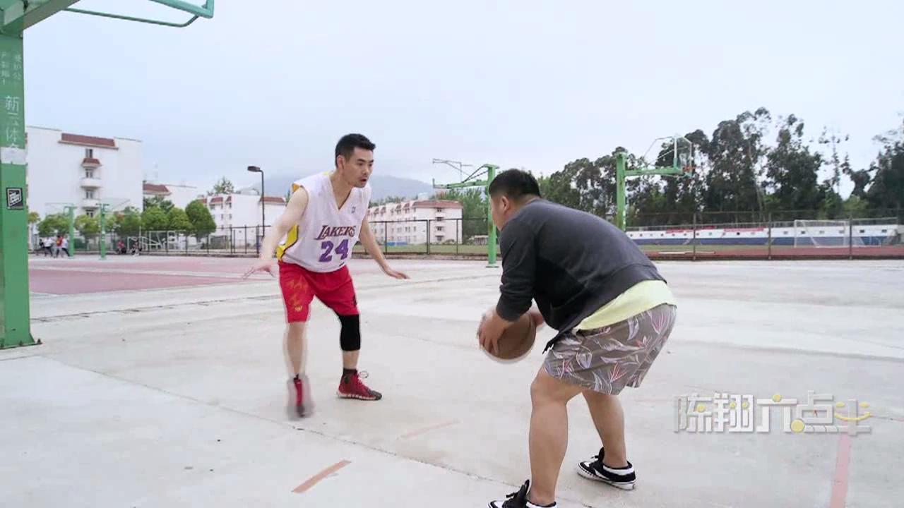 """【陈翔六点半】解锁""""灌篮高手""""新姿势!"""