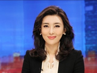 """央视主持人李红素颜近照,被誉为央视""""第一美女"""""""