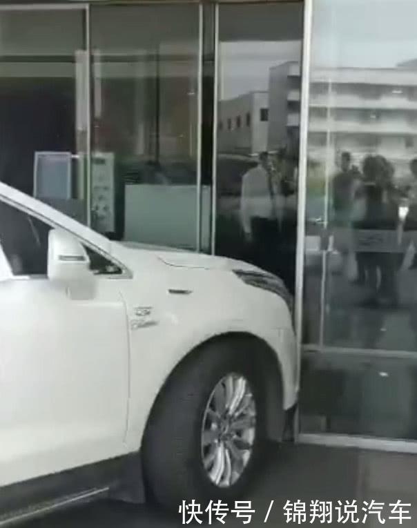 男子买了辆凯迪拉克新车连修6次都没修好,网友便宜没好货!