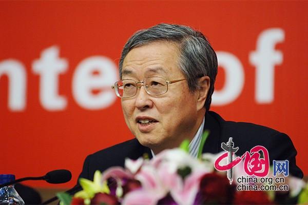 周小川尚福林接受中外记者提问