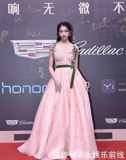 娱乐圈众女星红毯比美,关晓彤成功逆袭,网友:最美的居然是她!