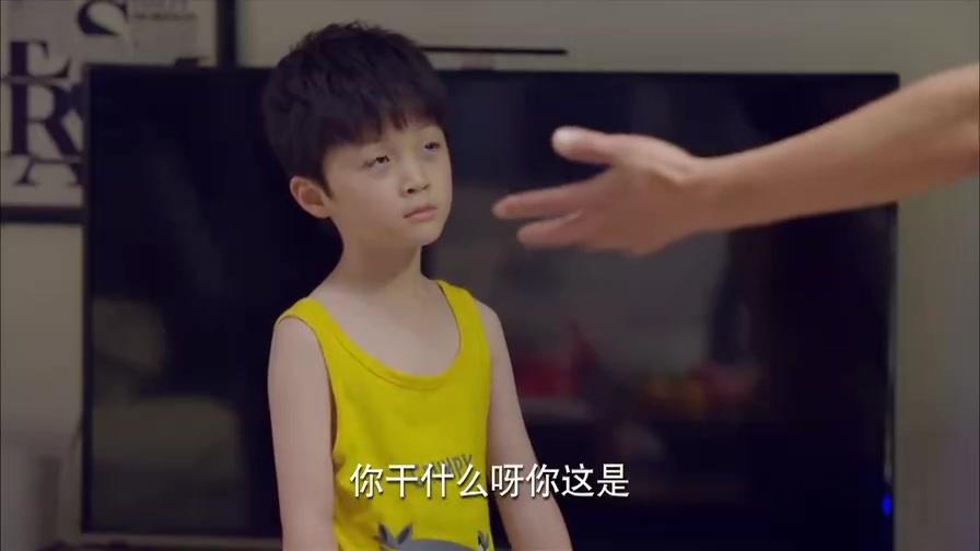 淘气爷孙:嘉乐学爸爸妈妈的,带爷爷去卧室看,尴尬
