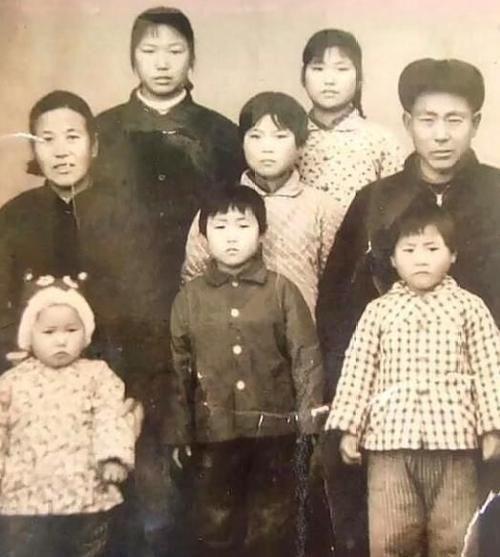 连生8个女儿被人嘲笑几十年,女儿们长大后的孝道,又让他人羡慕!