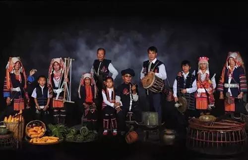 """哈尼族""""火塘""""文化:燃烧在生命中的教科书"""