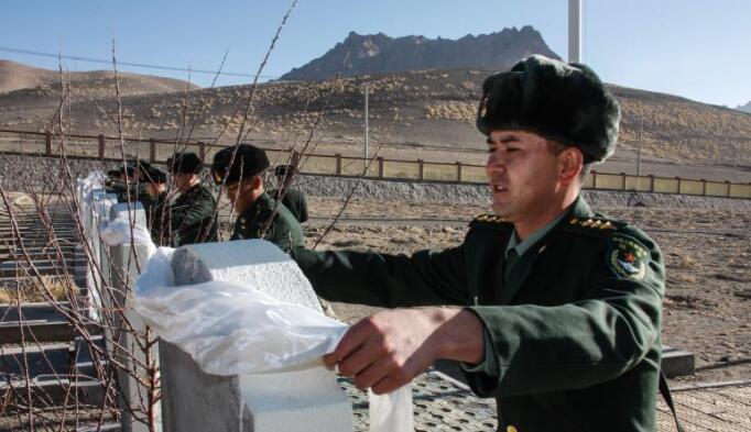 新春佳节 西藏阿里军分区官兵祭奠革命先烈