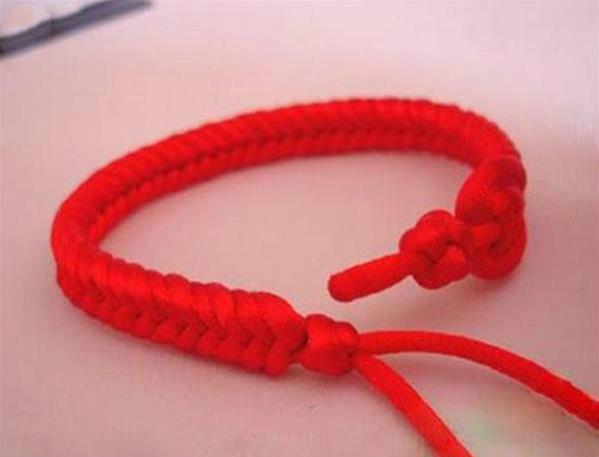红绳手链编织方法图解?
