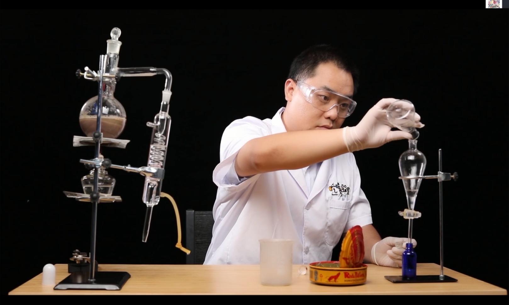 试着把世界上最臭的鲱鱼罐头精华制成了香水,结果……
