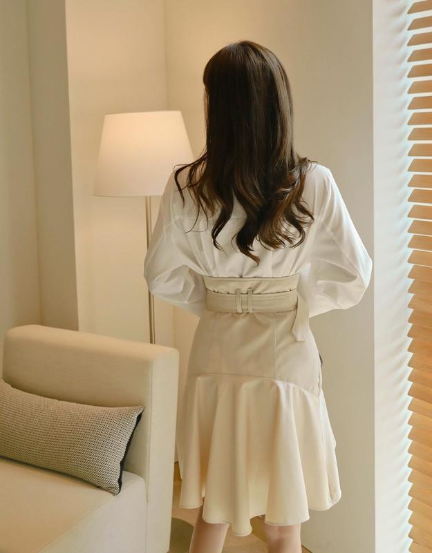 短皮裙配轻薄白衬衫 来看我 第3张