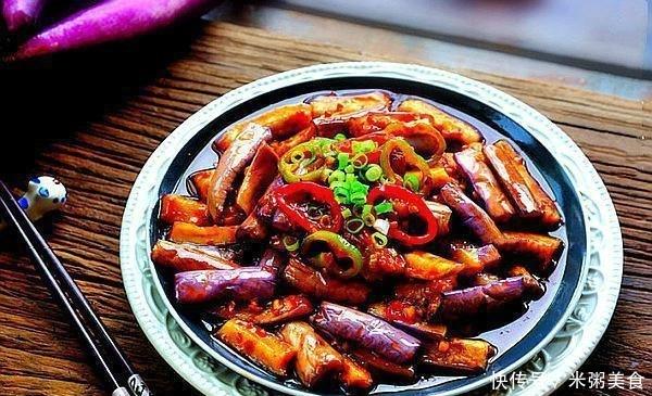 鱼香茄子的家庭做法,掌握几个小窍门,茄子不易变黑,吸油还少