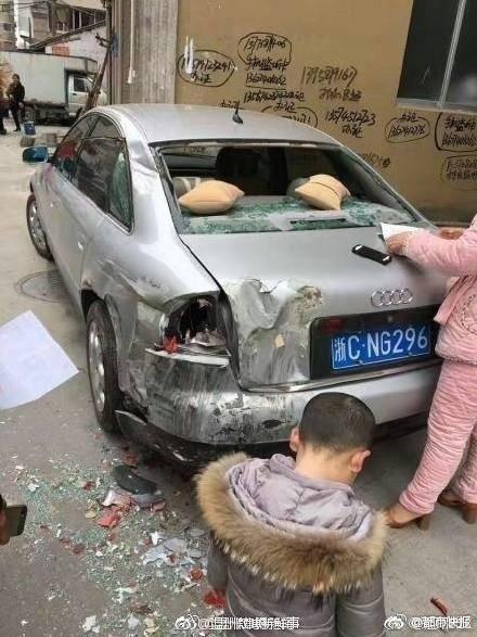 【转】北京时间     大货车疯狂碾压32车 奔驰奥迪被撞烂 - 妙康居士 - 妙康居士~晴樵雪读的博客