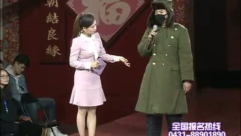 穿着军大衣全副武装出场 小伙子职业引起全场好奇!