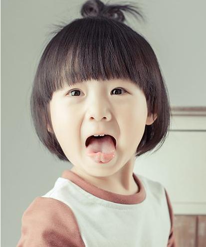 小女孩可爱带子绑扎新知图解_360发型方法扎发图片