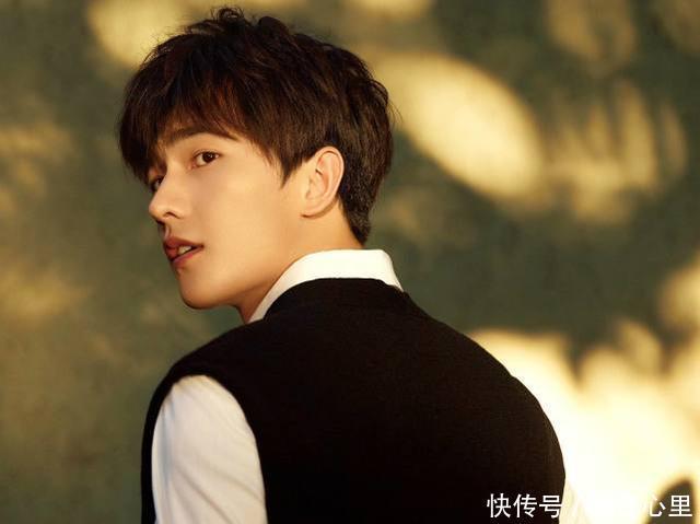 娱乐男明星人榜名单_2018人气最高男明星最新权威排行榜出炉,王俊凯未进前