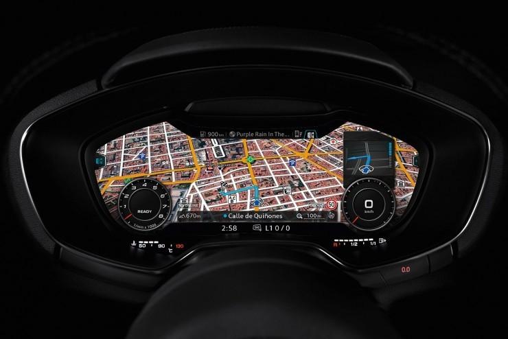 奥迪q5 仪表盘功能见下图解: 黑底白字的仪表盘清晰易读 行车信息
