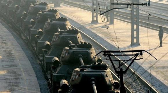 30辆现役T-34坦克返俄 民众迎接