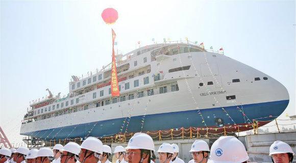 首艘国产极地探险?#20107;?#22312;江苏海门顺利下水