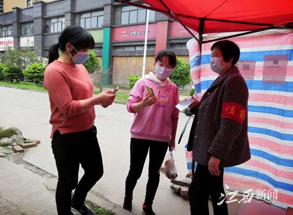 """【暖新闻?江西2020】樟树好人抗疫一线上的""""铿锵玫瑰"""""""