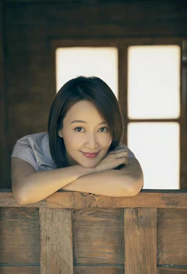 24岁杨柳为她离婚,35岁路金波为她净身出户,男人看一眼就爱