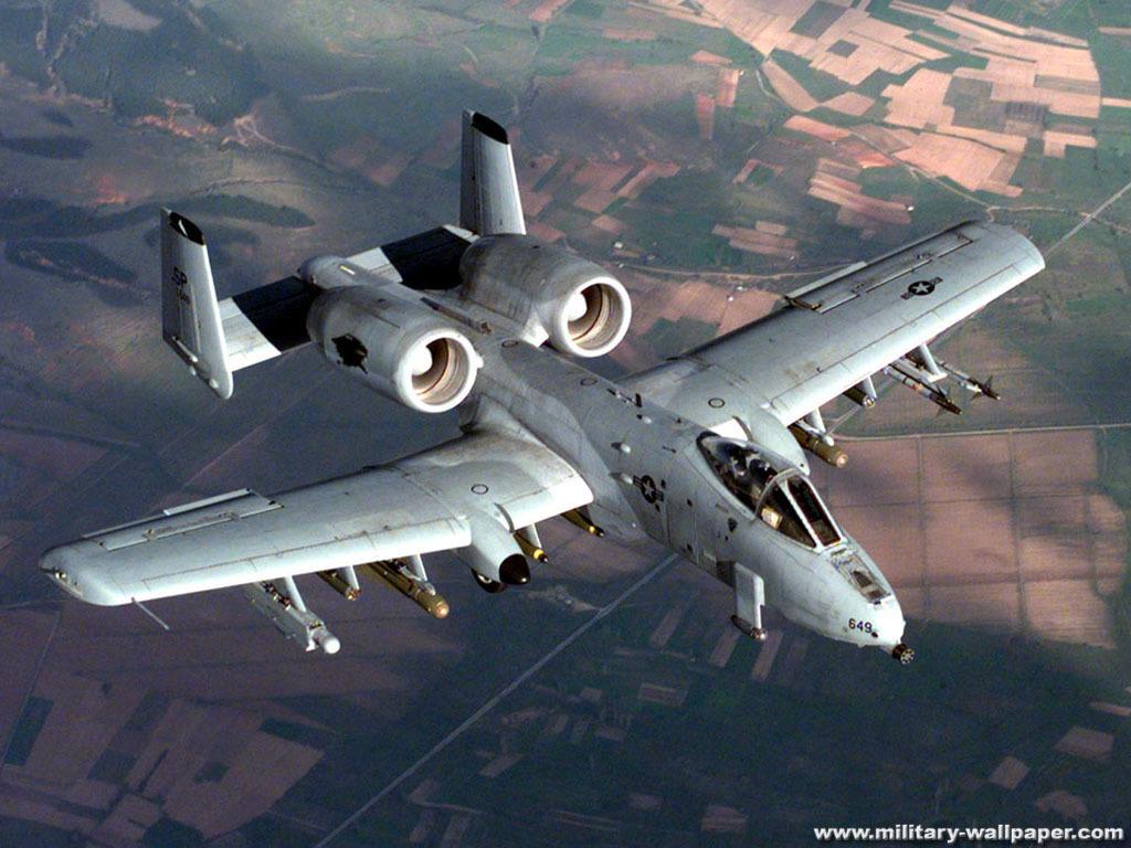 22680千克 正常起飞重量 20032千克 前线机场起飞重量(带4颗Mk82炸弹和750发炮弹) 14395千克 燃油重量(机内) 4853千克 最大外挂重量 7250千克 最大翼载荷 4.48千牛/米2(457公斤/米2) 3.性能数据 (除注明者外,均指以最大重量起飞时) 限制飞行速度 834千米/小时 作战飞行速度(高度1500米,带6颗Mk82炸弹) 713千米/小时 (无外挂,海平面) 720千米/小时 巡航速度(高度1525米) 623千米/小时 (海平面) 555千米/小时 实用升限 91