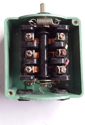电动机接线盒内电路图是 z2 接的有外线 u2 接的有外线 v2 没 u